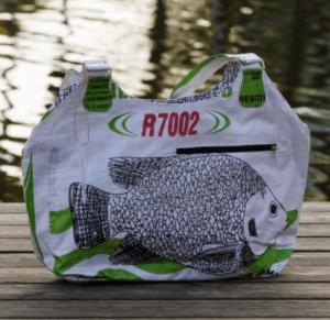 Upcycling Tasche weißer Fisch | fair.spielt